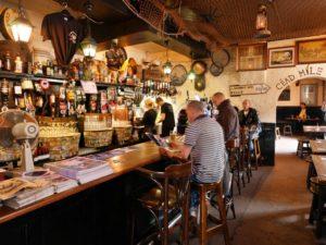 kellys-cellars-belfast-hen-party-butlers-in-the-buff